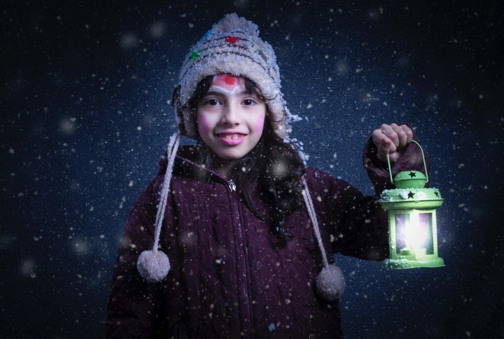 beautiful-child-cold-snowing